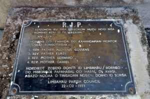 The memorial plaque of 1989 of the missionaries buried in Limbahau