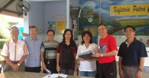 File photo: Francis Tan poses with SK St Mary Labuk Board of Governors, 9 Nov 2013.