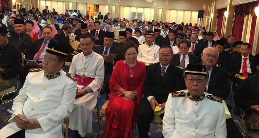 The archbishop is among those waiting for the ceremony to begin at the Istana Negeri, 1 Oct 2016.