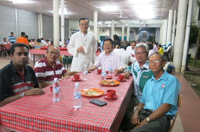Abp Wong poses with one of the groups present at the fellowship meal.