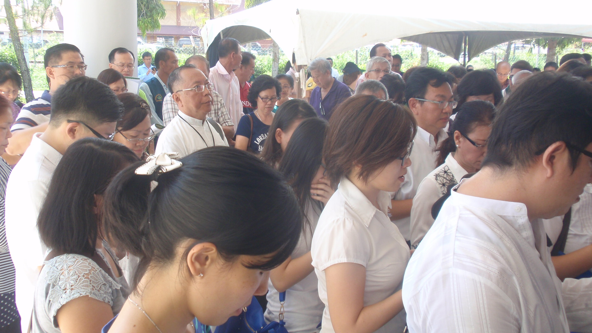 A section of the pilgrims gathered in front of the St Patrick Holy Door in Membakut.