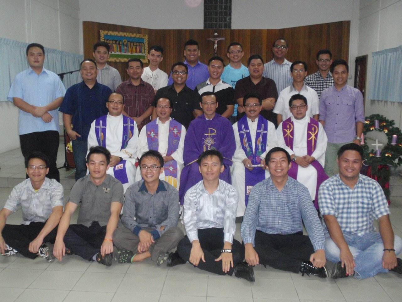 The IY students and aspirants pose with their formators after the Mass.