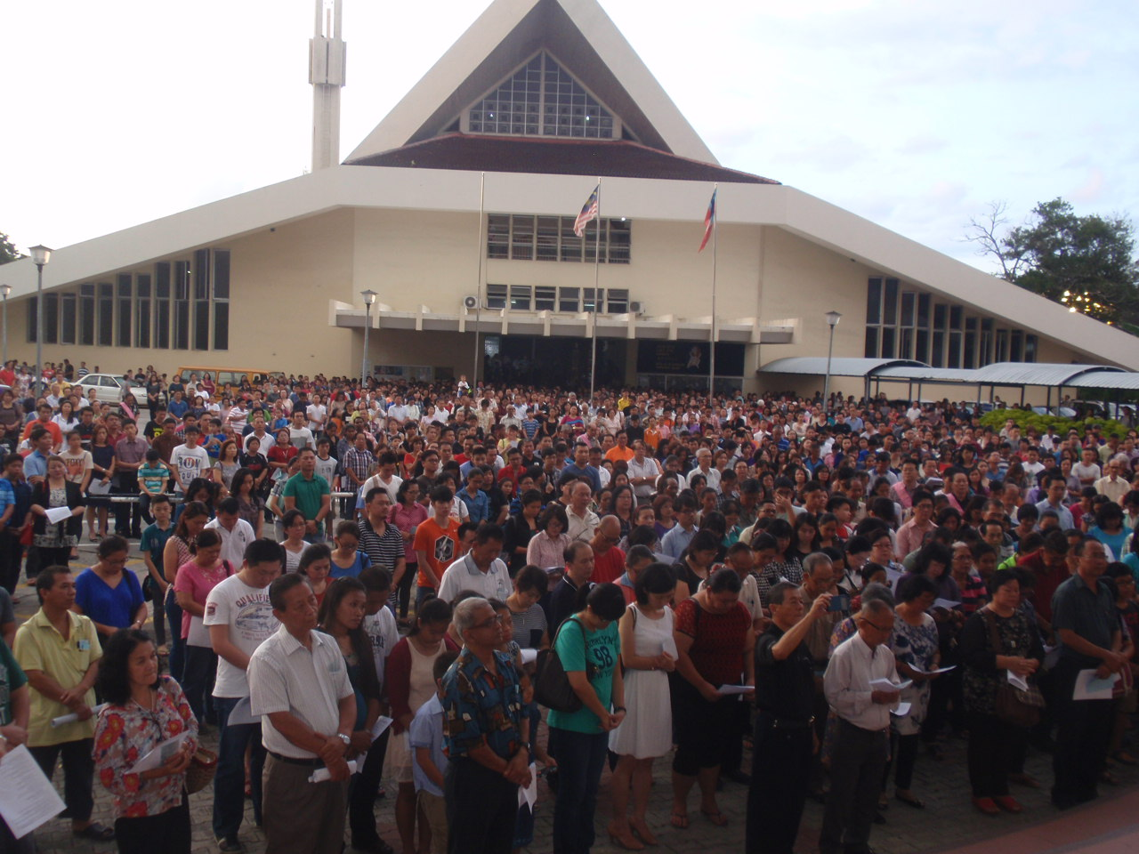 The crowd gather in front of the parish centre foyer for the rite of opening of the Holy Door.