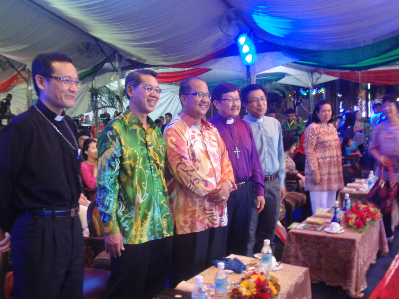 Abp Wong (L) stands along with the other dignitaries on the opening night.