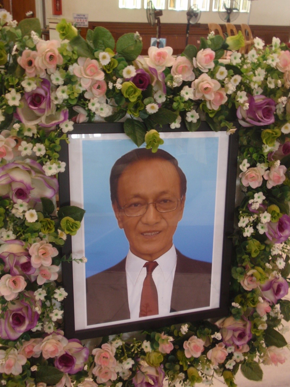 A framed photo of the deceased.