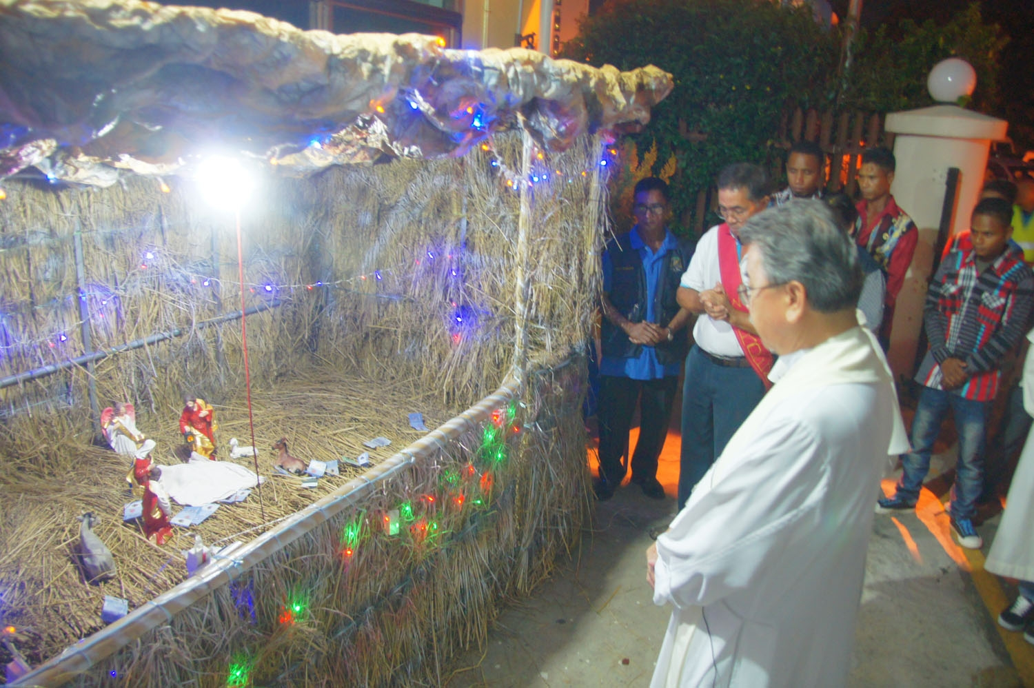 Bp Piong cotemplates on the manger scene.