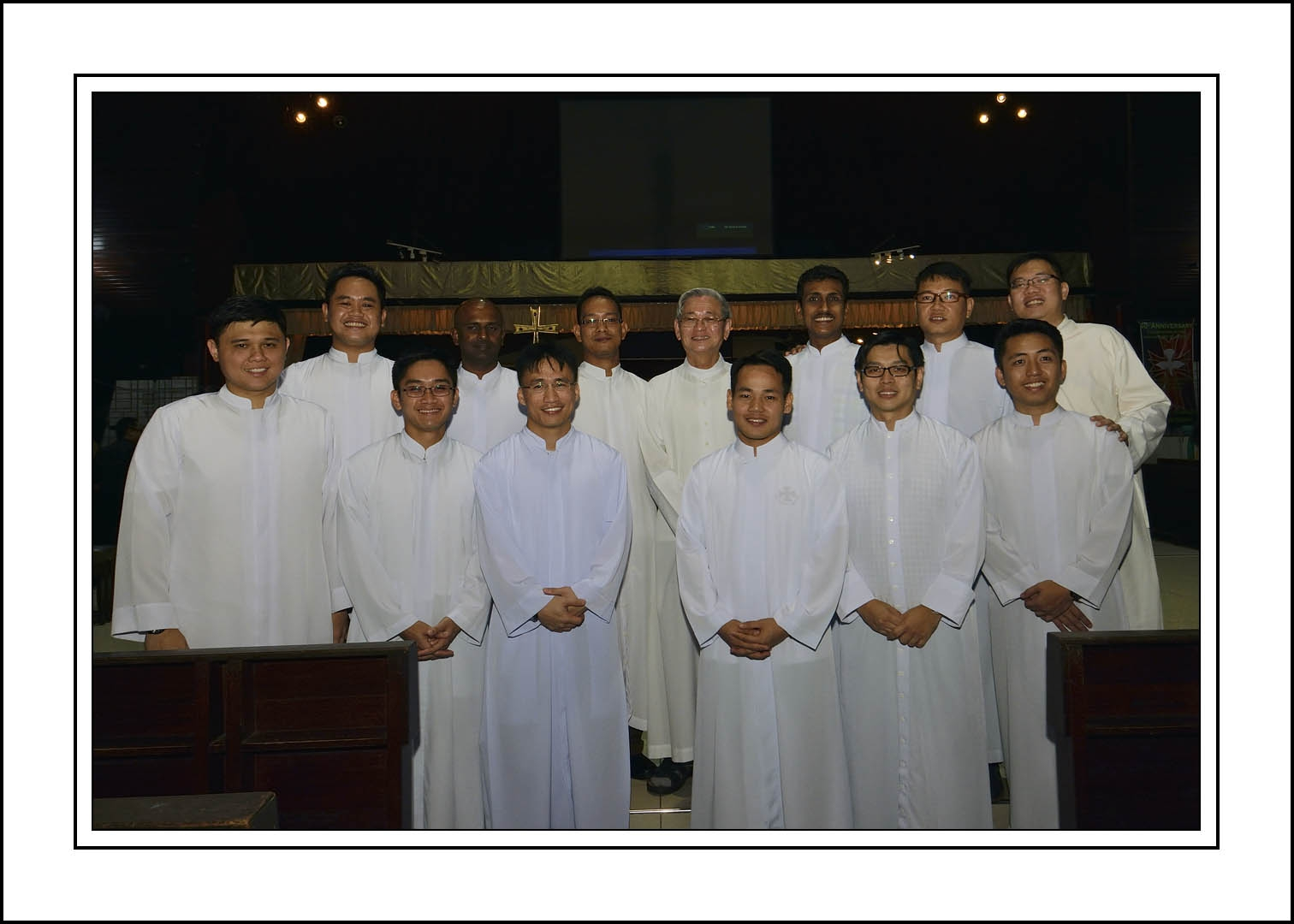 The neo-acolytes pose with Abp Ha for remembrance.